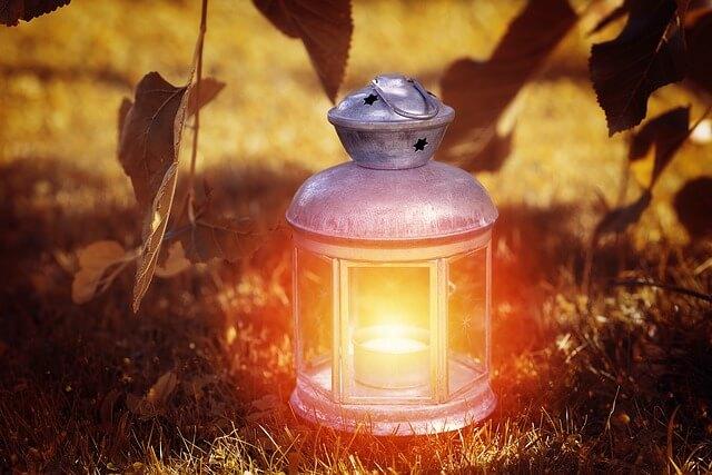 svítící lucerna